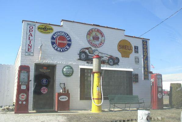 Route 66 historic garage dwight get your kicks on for Garage route 66 metz